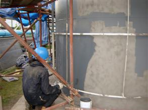 Tank being coated using Belzona 6111 (Liquid Anode)